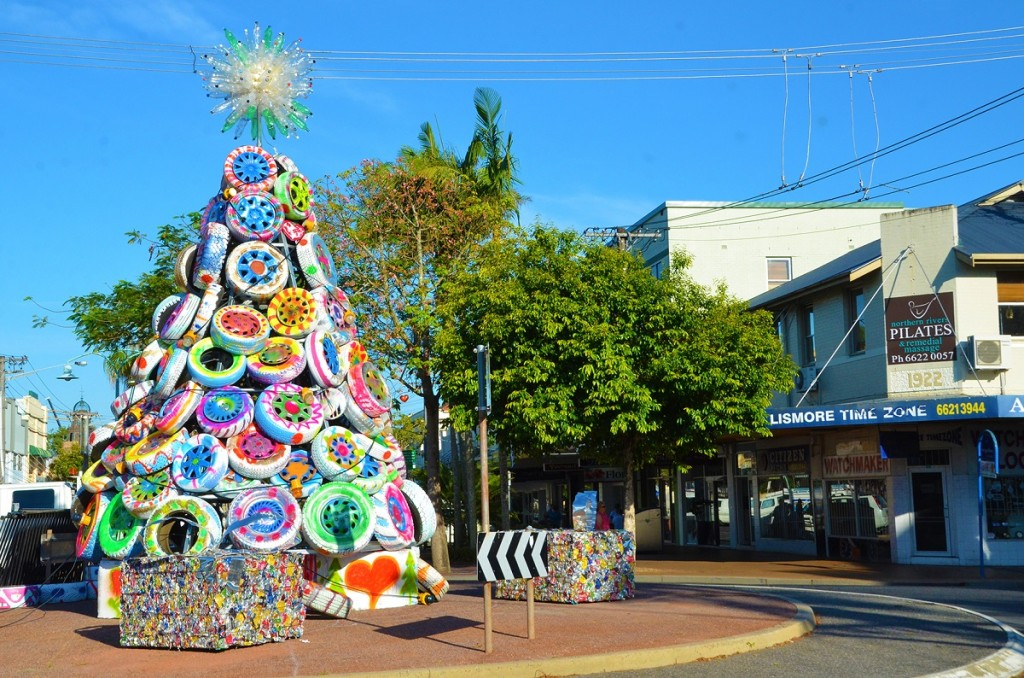 recycled lismore christmas tree made out of painted tyres 2016